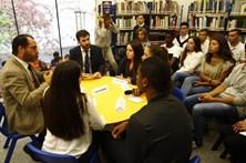 """Ministro dá """"maior lição do mundo"""" em escola de Caneças"""
