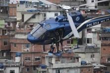 Exército chamado a cercar favela para travar tiroteios no Rio