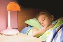 Jovens têm sono duas horas mais tarde que adultos