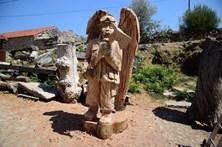 Escultor leiloa obra de arte e doa dinheiro angariado a sete famílias de Pedrógão