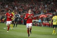 Benfica vence e convence, num jogo que pedia goleada