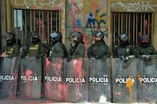 Três polícias colombianos feridos em ataques na fronteira com a Venezuela