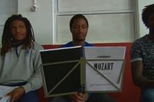 Jovens reclusos ensaiam ópera de Mozart