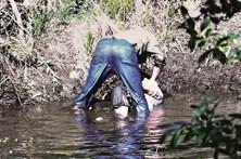 Homem filmado a tentar afogar mulher começa a ser julgado