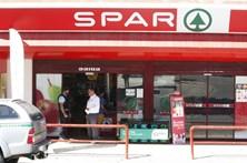 Dois homens armados assaltam supermercado em Sintra