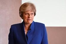 """Theresa May espera acordar com 27 """"planos ambiciosos"""" para acelerar negociações"""