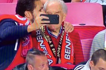 Neto leva avô de 95 anos ao Estádio da Luz para o homenagear