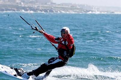 Kitesurfistas que fazem a travessia do Atlântico estão parados nos Açores