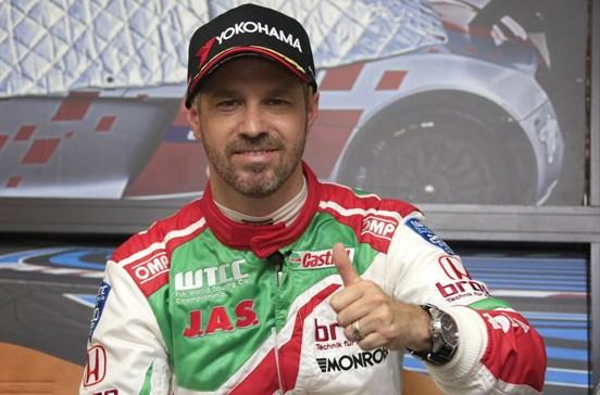 Tiago Monteiro sofre acidente em Barcelona