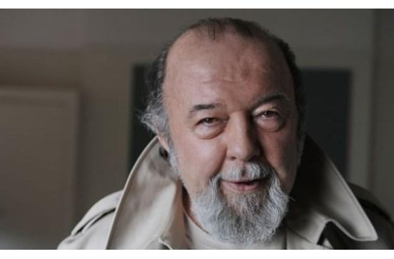 Morreu o encenador Peter Hall