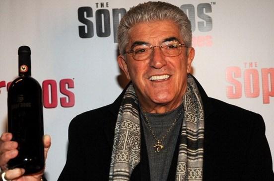 """Ator da série """"Os Sopranos"""" Frank Vincent morre aos 78 anos"""