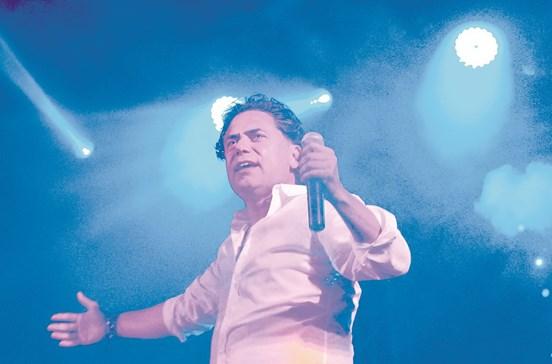Presidente de Câmara vira cantor latino