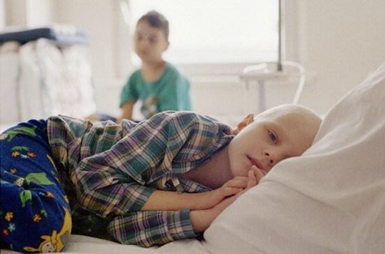 Famílias de crianças com cancro veêm rendimentos reduzidos