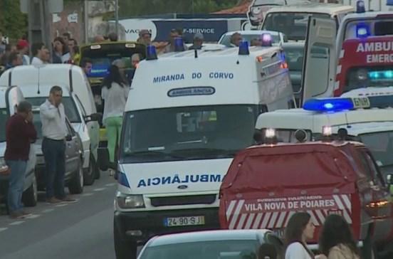Carro sem travões faz 13 feridos em funeral