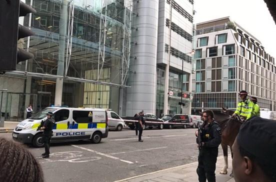 Polícia britânica evacuou rua de Londres