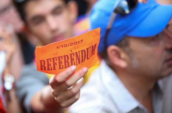 Milhares protestam contra detenções na Catalunha