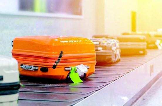 Homem envia bagagens para destinos errados
