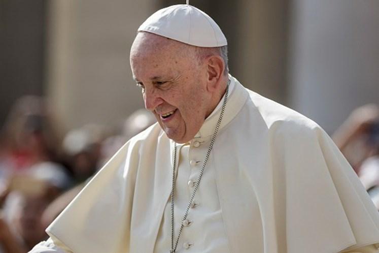 Papa embarca para Colômbia, maz faz apelo para Venezuela