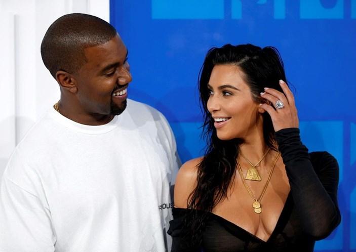 Kim Kardashian e Kanye West serão pais pela terceira vez, diz revista