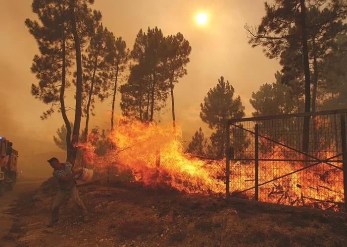 Nebulosidade e falta de acessos dificultam combate ao fogo na Covilhã