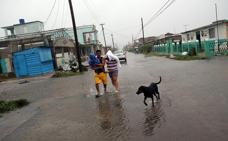 Fenómeno continua a fazer estragos apesar de menor intensidade — Furacão Irma