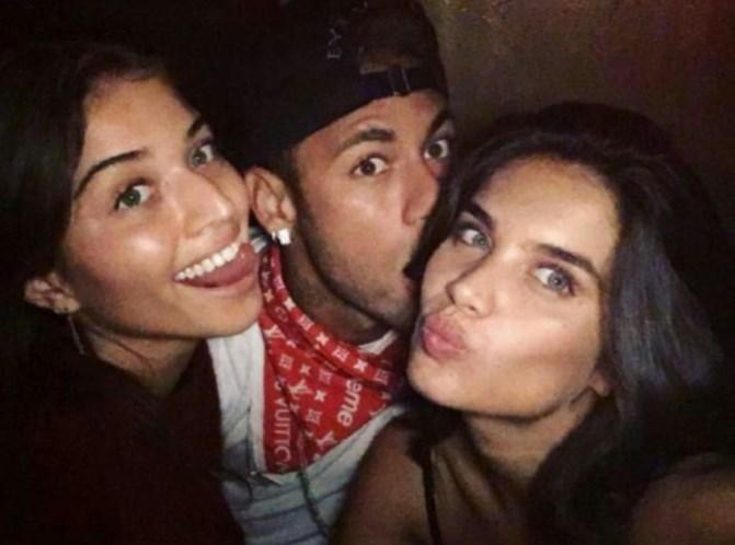 Lewis Hamilton posta foto com Neymar: