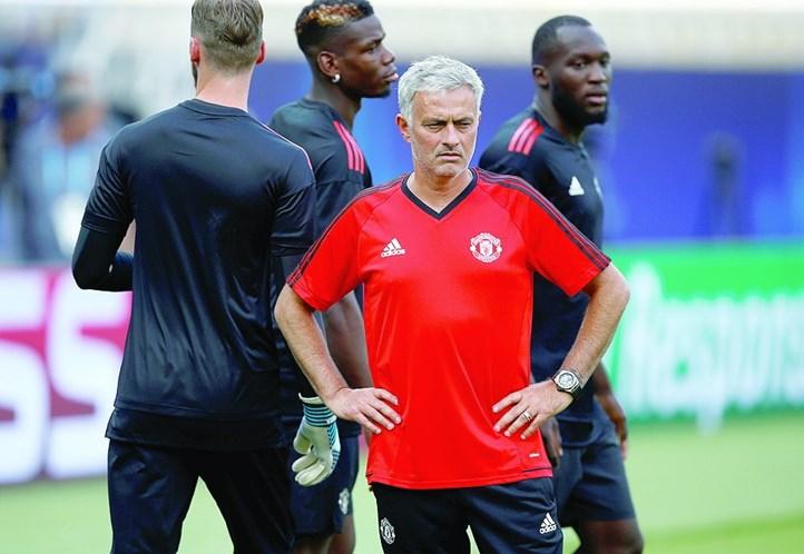 Manchester United e City vencem e seguem na liderança