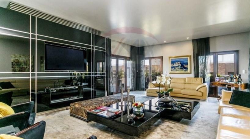 Conheça a casa no Parque das Nações que Tony Carreira quer vender