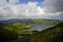 Duas ilhas dos Açores sob aviso amarelo devido à chuva e trovoada