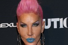 Transexual gasta 800 mil euros para ficar igual à Barbie