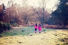 Homem acusado de mais de mil crimes de abuso sexual contra duas irmãs menores