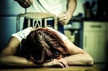 Cego de ciúmes viola a mulher desde junho