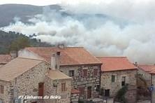 Fogo ameaça aldeia histórica de Linhares da Beira