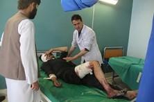Número de mortos no duplo atentado no Afeganistão sobe para 71