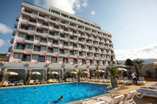 Trabalhador sobrevive a queda do 6.º andar em hotel no Funchal