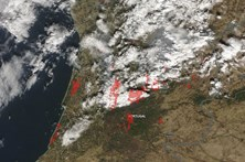 Imagens da NASA mostram o antes, o durante e o depois dos fogos