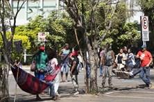 Índios e polícia confrontam-se na Brasília