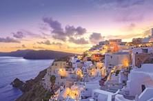 Santorini: um postal ilustrado do Mediterrâneo Oriental