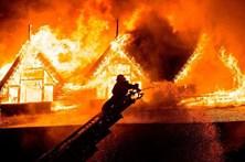 Pelo menos um morto em incêndio que quase destruiu hotel de luxo na Birmânia