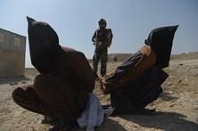 Ataque talibã a campo do exército no sul do Afeganistão mata 41 soldados