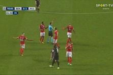 Benfica perde com United e fica em último do grupo na Champions