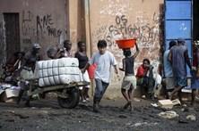 Desemprego deixa milhares de jovens a viver de biscastes em Luanda
