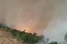 'Diabo de fogo' filmado por bombeiro em Arganil