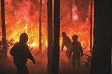 Calor obriga a reforço de meios dos bombeiros