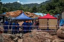 Pelo menos dois mortos em deslizamentos de terras na Malásia