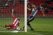 Benfica com vitória suada nas Aves