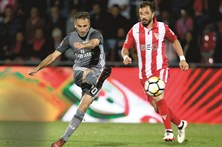 Benfica ganha com exibição cinzenta