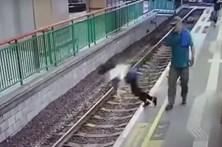 Homem atira mulher para linha de comboio em Hong Kong