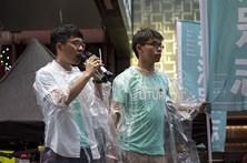 Libertados sob caução dois ativistas de Hong Kong por protesto do 'Occupy'