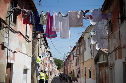 A nova vida das 'aldeias' que Lisboa e o Porto escondiam